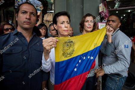 Maria Antonieta Mendoza De Lopez (2-l) Mother of Venezuelan Opposition Leader Leopoldo Lopez and Diana Lopez (2-r) Sister of the Politician Hold a Venezuelan Flag at the Surroundings of the Palace of Justice in Caracas Venezuela 18 August 2016 Lopez's Attorneys and Relatives Spoke About the Venezuelan Appeals Court Decision That Upheld the 14 Year Sentence of the Venezuelan Opposition Leader Leopoldo Lopez Venezuela Caracas