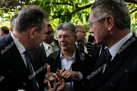 Spanish Former Justice Minister Alberto Ruiz Gallardon (r) and Lawyer Javier Cremades (l) Speak with Venezuelan National Assembly President Henry Ramos Allup (c) After Suspension of Leopoldo Lopez Conviction Appeal Hearing Outside Justice Palace in Caracas Venezuela 07 July 2016 Leopoldo Lopez who was Sent to Prison For 13 Years and Nine Months For Inciting Violence During Mass Protests in 2014 Has Had His Appeal Hearing Suspended Due to One of the Defendants Could not Attend the Hearing Venezuela Caracas