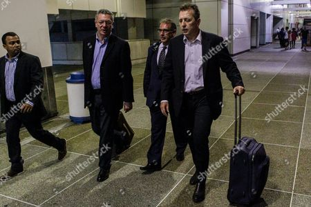 Former Spanish Minister of Justice Alberto Ruiz Gallardon (2-l) and Lawyer Javier Cremades (r) Arrive at Maiquetia International Airport in Caracas Venezuela 06 July 2016 Gallardon and Lawyer Javier Cremades Arrived in Venezuela to Attend on 07 July the Appeal Hearing of Jailed Venezuelan Opposition Leader Leopoldo Lopez Which was Canceled Last 20 June by Indisposition of One of the Judges Spanish Jurists Returned to the Country to Join the Defense Team of Lopez Media Reported Venezuela Caracas