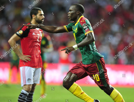 Vincent Aboubakar (R) of Cameroon celebrates his goal as Ali Gabr (L) of Egypt looks on
