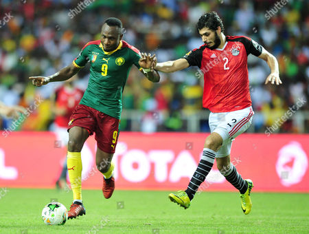 Ahmed Hassan Kouka (L) of Cameroon challenged by Ali Gabr (R) of Egypt