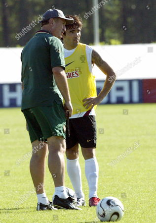 Portugal's Brazilian Coach Luiz Felipe Scolari Talks to His Player Anderson De Souza 'Deco' Kicking the Ball During the Training Session at National Team Headquarters Sunday 02 July 2006 in Marienfeld Germany Portugal Will Play Against France to the Semir-final Match Next Wednesday 05 July at the Munich Stadium Germany Joao Abreu Miranda/lusa Germany Marienfeld
