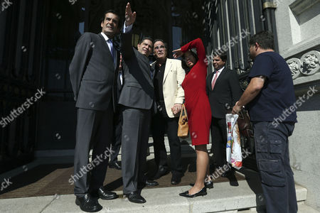 Us Filmmaker Oliver Stone (c-l) with His Wife Sun-jung Jung (c-r) Chats with Businessman Mario Ferreira and Porto Mayor Rui Moreira (l) Before Being Honored with the Medal of Honor of the City During a Ceremony in Porto Portugal 26 September 2014 Portugal Porto