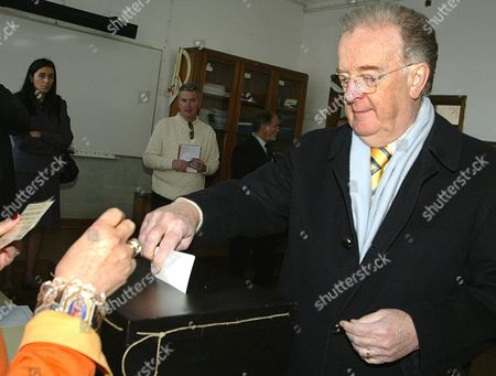 Portuguese President Jorge Sampaio Casts His Ballot Casts His Vote in Lisbon on Sunday 20 February 2005 Portuguese Voters Went to Polls Sunday in an Election Expected to Usher in a Socialist Government and the Countrys Fourth Prime Minister in Four Years New Socialist Leader Jose Socrates 47 was Expected to Score a Clear Victory Against Conservative Caretaker Prime Minister Pedro Santana Lopes 48 Portugal Lisbon