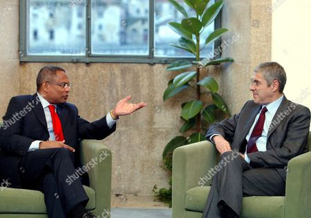 Portuguese Secretary General of the Socialist Party and Prime Minister Jose Socrates (r) Meets with His Cape Verde Counterpart Jose Maria Neves at the European Socialist Congress at the Alfandega Building in Porto Friday 08 December 2007 Portugal Porto