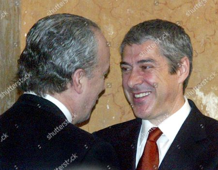 The New Portuguese Prime Minister Jose Socrates (r) Shakes Hands with His Predecessor Pedro Santana Lopes at the End of the New Cabinet Swearing Ceremony Saturday 12 March 2005 at Ajuda Palace in Lisbon Socialist Jose Socrates Won the 20 February General Elections with a Majority of 45 Percent of the Votes Portugal Lisbon