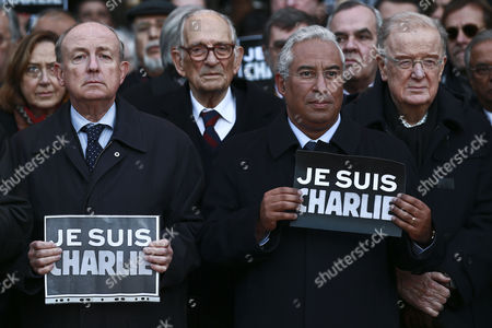 The Mayor of Lisbon Antonio Costa (2-r) Accompanied by the French Ambassador to Portugal Jean-fran?ois Blarel (l) and Former Portuguese President Jorge Sampaio (r) Holds a Sign That Reads 'Je Suis Charlie' (i Am Charlie) in Lisbon Portugal 08 January 2015 During the Tribute Ceremony in Memory of the 12 Victims in the Massacre at the Paris Headquarters of Satirical Magazine Charlie Hebdo in Paris France Ten Journalists and Two Policemen Were Killed in the Shooting by a Terrorists Attack Portugal Lisbon
