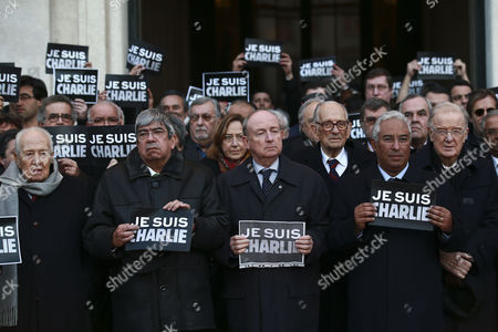 The Mayor of Lisbon Antonio Costa (2-r) Accompanied by the French Ambassador to Portugal Jean-fran?ois Blarel (c) Former Portuguese Presidents Jorge Sampaio (r) and Mario Soares (l) and Socialist Party Parliamentary Leader Ferro Rodrigues (2-l) Holds a Sign That Reads 'Je Suis Charlie' (i Am Charlie) in Lisbon Portugal 08 January 2015 During the Tribute Ceremony in Memory of the 12 Victims in the Massacre at the Paris Headquarters of Satirical Magazine Charlie Hebdo in Paris France Ten Journalists and Two Policemen Were Killed in the Shooting by a Terrorists Attack Portugal Lisbon