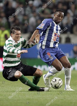 Sporting's Brazilian Player Anderson Polga (l) Fights For the Ball with Fc Porto's South African Player Benny Mccarthy During Their Portuguese Soccer League Match at Alvalade Stadium in Lisbon Saturday 08 April 2006 Portugal Lisbon