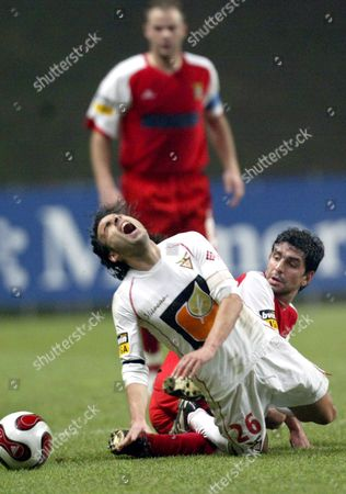 Desportivo Das Aves Player Octavio (l) Fights For the Ball with Sporting De Braga Ricardo Chaves During Their Portuguese First Division Soccer Match on Sunday 04 February 2007 at Municipal Stadium in Braga Portugal Braga