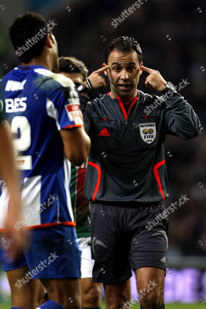 Referee Duarte Gomes During Their Portuguese First League Soccer Match Between Fc Porto and Mar?timo Held at Dragao Stadium in Porto North of Portugal 21 December 2008 Portugal Porto