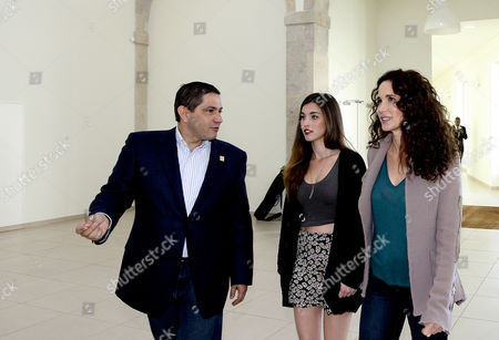 Us Actress and Model Andie Macdowell (r) Her Daughter Rainey Qualley (c) and Douroazul Owner Mario Ferreira (l) Arrive For a Press Conference in Porto Portugal 22 March 2013 Macdowell is in Portugal to Christen Two New Ships For Portuguese River Cruise Company Douroazul Portugal Porto