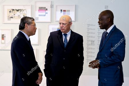 Portuguese Foreign Minister Augusto Santos Silva (c) Talks with Hios Counterpart From Togo Robert Dussey (r) and Japan's Ambassator to Portugal Hiroshi Azuma (l) During a Coffee Break of the G7+ Friends of Gulf of Guinea Meeting As Portuguese Counterpart Augusto Santos Silva (l) Looks on in Lisbon Portugal 06 June 2016 Portugal Lisbon