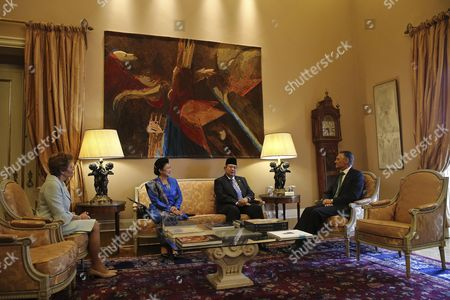 The President of Indonesia Susilo Bambang Yudhoyono (c-r) Shake Hands with His Counterpart of Portugal Anibal Cavaco Silva (r) Accompanied by the Indonesian First Lady Ani Yudhoyono (2-l) and by Portuguese First Lady Maria Cavaco Silva (l) During Meeting at the Portuguese Presidential Palace in Lisbon Portugal 19 September 2014 the Indonesian President Makes the First Official Visit of an Indonesian Head of State to Portugal Since 1960 Portugal Lisbon