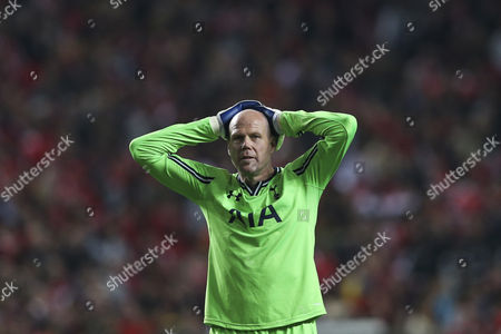 Tottenham Hotspur Goalkeeper Brad Friedel Reacts After a Teammate Missed a Scoring Opportunity During the 1/8 Round Second Leg Uefa Europa League Match Between Benfica and Tottenham Hotspur at the Luz Stadium in Lisbon Portugal 20 March 2014 Portugal Lisbon
