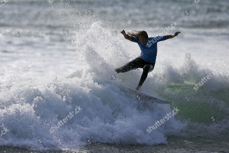 Australian Surfer and New Leader of the World Ranking Stephanie Gilmore in Action During the Cascais Women's Pro Final at Carcavelos Beach Portugal 05 October 2014 Gilmore Won Ahead of Countrywoman Sally Fitzgibbons Portugal Cascais