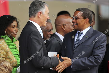 Portugal's President Anibal Cavaco Silva (2 - L) Greets His Tanzanian Counterpart Jakaya Mrisho Kikwete (r) During the Inauguration Ceremony of the Mozambique President at Pra?a Da Independencia (independence Square) in Maputo Mozambique 15 January 2015 According to Local Reports Filipe Nyusi From the Ruling Frelimo Party who was Elected Last October with 57 Percent of the Vote Headed the New Parliament Which Sat For the First Time 12 January But the Country Has Suffered a Number of Political Set Backs Including From Opposition Renamo Leader Alfonso Dhlakama who As Part of a Tactic to Improve His Bargaining Position Threatened to Declare Himself President of a Seperate Republic of Central and Northern Mozambique Mozambique Maputo