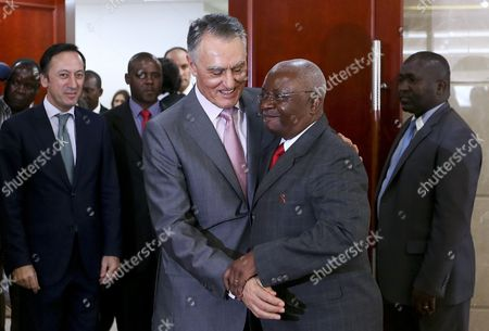 President of the Republic of Portugal Anibal Cavaco Silva (c-l) Greets His Counterpart From Mozambique Armando Guebuza (c-r) Upon His Arrival For an Official Meeting at the Presidential Palace in Maputo Mozambique 14 January 2015 Others Are not Identified the Head of the Portuguese State is Visiting Mozambique to Attend the Inauguration of the New President Filipe Nyusi Epa/manuel De Almeida Mozambique Maputo
