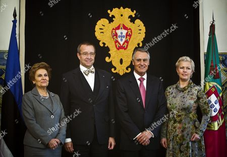 Portuguese President Cavaco Silva (2-r) Accompanied by His Estonian Counterpart Toomas Hendrik Ilves (2-l) and Their Wifes Maria Cavaco Silva (l) and Evelin Ilves (r) During Their Meeting Held at Belem Palace in Lisbon 16 December 2011 Ilves is on a Official Visit to Portugal Portugal Lisbon