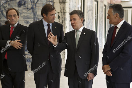 Portugal's President Cavaco Silva (r) Accompanied by His Colombian Counterpart Juan Manuel Santos (2-r) Portuguese Prime Minister Pedro Passos Coelho (2-l) and Portuguese Vice Prime Minister Paulo Portas (l) Moments Before a Business Lunch at Belem Palace in Lisbon Portugal 06 November 2014 Juan Manuel Santos is on a Work Visit to Portugal Portugal Lisboa