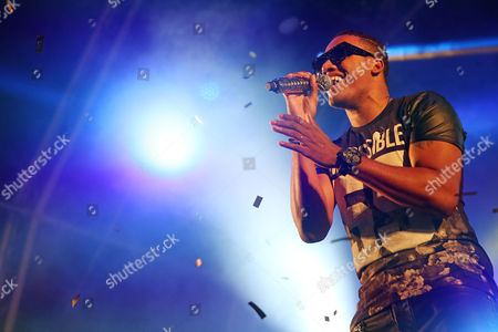 Stock Image of Angola's Singer Anselmo Ralph During His Performance on the Last Day of the Festival 'Sol Da Caparica' in Almada Portugal 16 August 2014 Portugal Almada