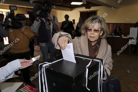 Stock Picture of Portuguese Socialist Candidate For President Maria De Belem Roseira Casts Her Ballot at a Polling Station in Colares Sintra Portugal 24 January 2016 More Than 9 7 Million Voters Head to the Polls to Choose a New President of the Republic Which Will Replace Cavaco Silva if None of the Candidates Receive an Absolute Majority Portuguese Voters Will Head to the Polls For a Runoff on 14 February Portugal Sintra