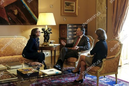 Outgoing Portuguese President Anibal Cavaco Silva (c) Meets Rebeca Grynspan (l) the Secretary General of Ibero-american Secretary General (segib) During a Meeting at the Belem Palace in Lisbon Portugal 01 February 2016 Otrhers Are not Identified Portugal Lisbon