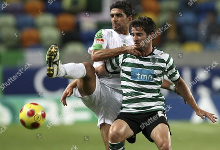 Sporting Pereirinha (r) Fights For the Ball with Vitoria De Setubal Player Ricardo Chaves During the Portuguese First League Soccer Match Between Sporting and Vitoria at Alvalade Xxi Stadium in Lisbon 09 May 2009 Portugal Lisbon