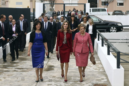 Queen Letizia of Spain (c) Accompanied by Portuguese First Lady Maria Cavaco Silva (r) and Paula Brito E Costa (l) the President of the Rarissimas National Association of Mental and Rare Illnesses Visits the Casa Dos Marcos That Provides Specialized Services For People with Rare Diseases in Moita Setubal Municipality Portugal 07 November 2014 Portugal Setubal