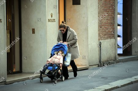 Francesca Versace for a walk with her daughter Ayla Leonor