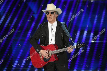 Ubaldo Pantani mimics Bob Dylan