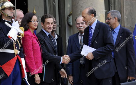 French President Nicolas Sarkozy (2-l) Greets Martinique General Council President Claude Lise (2-r) As He Leaves the Elysee Palace with French Junior Minister For Overseas Territories Marie-luce Penchard (l) Martinique Regional Council President Alferd Marie-jeanne (3-r) and French Guyana Regional Council President Antoine Karam (r) After Attending a Meeting at Elysee Palace in Paris France 07 October 2009 Later This Year People in Martinique and Guyana Will Have Referendums to Decided Whether Or not to Become Autonomous
