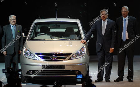 Ravi Kant (l) Vice Chairman Tata Motors Ratan Tata (c) Chairman Tata Motors and P M Telang Managing Director Indian Operations Tata Motors During the Launch of New Generation Sedan Tata Indigo Manza in Mumbai India 14 October 2009 the Car Will Be Available in a Range of 7 Colours with Price Starting at 4 80 000 Indian Rupees Or 6 987 85 Euros For Petrol and 6 75 000 Indian Rupees Or 9 826 60 Euros For Diesel Ex-showroom Delhi