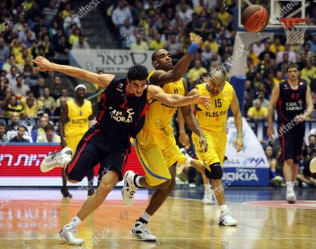 Lior Eliyahu (l) of Caja Laboral Victoria Vies For the Ball with Alan Anderson of Maccabi Tel Aviv Electra During Their Euroleague Basketball Game in Tel Aviv Israel 10 December 2009