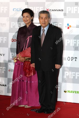 South Korean Director Im Kwon-taek (r) and His Wife Arrive For the Opening Ceremony of the 14th Pusan International Film Festival in Busan South Korea On 08 October 2009 the Biggest Film Festival in Asia Showcases 355 Films From 70 Countries From 08 to 16 October 2009 in Busan