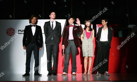 Japanese Actor Kimura Takuya (l-r) Us Actor Josh Hartnett South Korean Actor Lee Byung-hun Vietnamese Actress Tran Nu Yen Khe and Vietnamese Director Tran Anh Yung Pose After the Gala Presentation of Their Film 'I Come with the Rain' at the 14th Pusan International Film Festival (piff) in Busan South Korea 09 October 2009 the Biggest Film Festival in Asia Showcases 355 Films From 70 Countries From 08 to 16 October in Busan