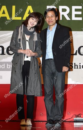 South Korean Actor Ahn Sung-ki (r) and Actress Lee Ha-na (l) Pose For Photographers After the Gala Presentation of Their Film 'The Fair Love' by South Korean Director Shin Yeon-shick at the 14th Pusan International Film Festival (piff) in Busan South Korea 10 October 2009 the Biggest Film Festival in Asia Showcases 355 Films From 70 Countries From 08 to 16 October in Busan