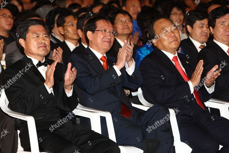 South Korea National Assembly Speaker Kim Hyong-o (c) Busan Metropolitan City Mayor Hur Nam-sik (l) and Busan Metropolitan Council Chairman Je Jong-mo(r) Attends During the Opening Ceremony of the 14th Pusan International Film Festival in Busan South Korea 08 October 2009 the Biggest Film Festival in Asia Showcases 355 Films From 70 Countries From 08-16 October 2009 in Busan