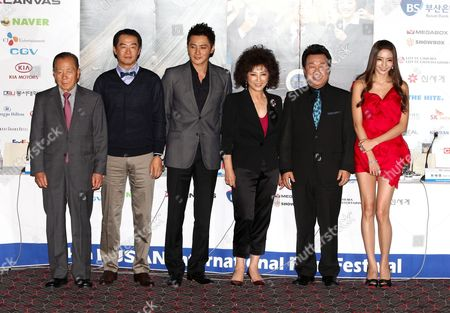 (l-r)festival Director Kim Dong-ho Director Jang Jin Actor Jang Dong-gun Actress Goh Doo-shim Lim Ha-ryong and Actress Han Chae-young On Korean Pose For Photographers After a Press Conference of 'Good Morning President' the Opening Film of the 14th Pusan International Film Festival (piff) in Busan South Korea 08 October 2009 the Biggest Film Festival in Asia Showcases 355 Films From 70 Countries From 08-16 October 2009 in Busan