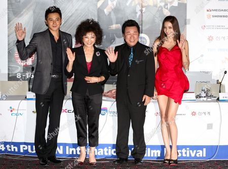 (l-r) South Korean Actor Jang Dong-gun Actress Goh Doo-shim Lim Ha-ryong and Actress Han Chae-young Pose For Photographers After a Press Conference of 'Good Morning President' the Opening Film of the 14th Pusan International Film Festival (piff) in Busan South Korea 08 October 2009 the Biggest Film Festival in Asia Showcases 355 Films From 70 Countries From 08-16 October 2009 in Busan