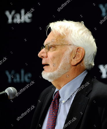 Sterling Professor of Molecular Biophysics and Biochemistry and Professor of Biology at Yale University Thomas Steitz Addresses the Media After Being Awarded the 2009 Nobel Prize in Chemistry at Yale Univeristy in New Haven Connecticut Usa 07 October 2009 Steitz Shares the Award with Fellow American Venkatraman Ramakrishnan and Israeli Ada Yonath