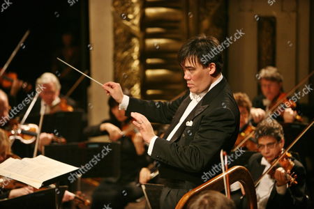 Us Conductor Alan Gilbert Performs During a New York Philharmonic Concert at the Opera House in Hanoi Vietnam 17 October 2009 the New York Philharmonic is in the Vietnamese Capital For the First Time As Part of Its Asian Tour