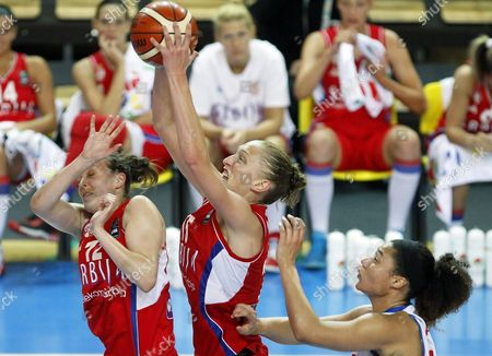Dominique Allen (r) of Britain in Action Against Serbian Players Danielle Page (c) and Kristina Topuzovic (l) During the Women's Eurobasket Group C Match Between Great Britain and Serbia in Szombathely Hungary 14 June 2015 Hungary Szombathely