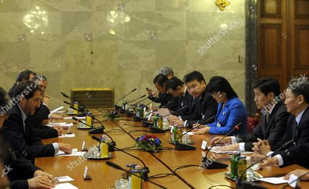 Speaker of the Hungarian Parliament Bela Katona (l) and Mongolian Prime Minister Sukhbaataryn Batbold (2-r) with Their Delegaitons Have a Discussion During Their Meeting in the Hungarian Parliament in Budapest Hungary 11 March 2010 Hungary Budapest
