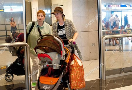 Us Actress Cynthia Nixon (r) Her Companion Us Education Activist Christine Marinoni (l) and Their Son Max Ellington Nixon-marinoni Arrive at the Budapest Liszt Ferenc International Airport in Budapest Hungary 14 July 2011 Nixon Arrived in Hungary For the Shooting of Her New Television Series World Without End That is Due to Be Released in 2012 Hungary Budapest