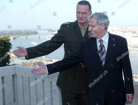 Supreme Allied Commander of Nato in Europe Us General James L Jones (l) and Hungarian President Laszlo Solyom (r) Gesture on the Terrace of the Presidential Alexander Palace During Their Meeting in Budapest Hungary Tuesday 26 September 2006 General Jones was Decorated by Solyom During the Meeting Hungary Budapest