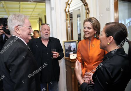 Us Soprano Renee Fleming (2-r) Chats with Oscar Winning Hungarian Movie Director Istvan Szabo (l) Hungarian Born Us Film Producer and Hungarian Government Commissioner Andy Vajna (2-l) and Us Ambassador to Hungary Eleni Tsakopoulos Kounalakis (r) During a Reception Given by the Us Ambassador to Hungary to Honour Fleming at the Ambassador's Residence in Budapest Hungary 09 May 2011 Fleming Will Give a Concert in the Hungarian State Opera on 11 May Hungary Budapest