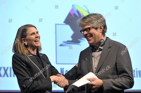 Us Writer Jonathan Franzen (r) Shakes Hands with Us Ambassador to Hungary Colleen Bell During the Opening of the 22nd Budapest International Book Festival at the Millenaris Theatre in Budapest Hungary 23 April 2015 Franzen Received the Budapest Grand Prix From the President of the Hungarian Publishers' and Booksellers' Association (mkke) During the Ceremony Hungary Budapest