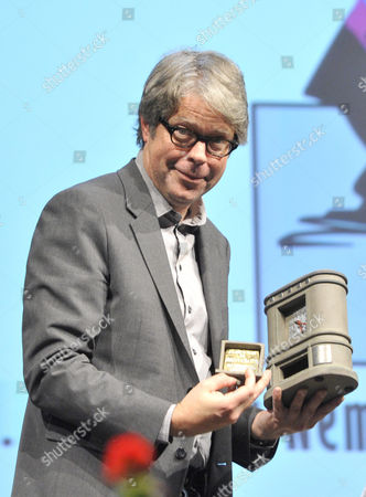 Us Writer Jonathan Franzen Shows His Award the Budapest Grand Prix After Receiving It From the President of the Hungarian Publishers' and Booksellers' Association (mkke) During the Opening of the 22nd Budapest International Book Festival at the Millenaris Theatre in Budapest Hungary 23 April 2015 Hungary Budapest