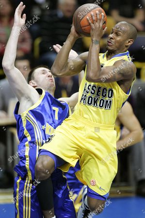 Vitaly Feridzon (l) of Bc Khimki Moscow Tries to Block Daniel Ewing (r) of Asseco Prokom Gdynia During Their Euroleague Group a Basketball Match in Gdynia Poland 24 November 2010 Poland Gdynia